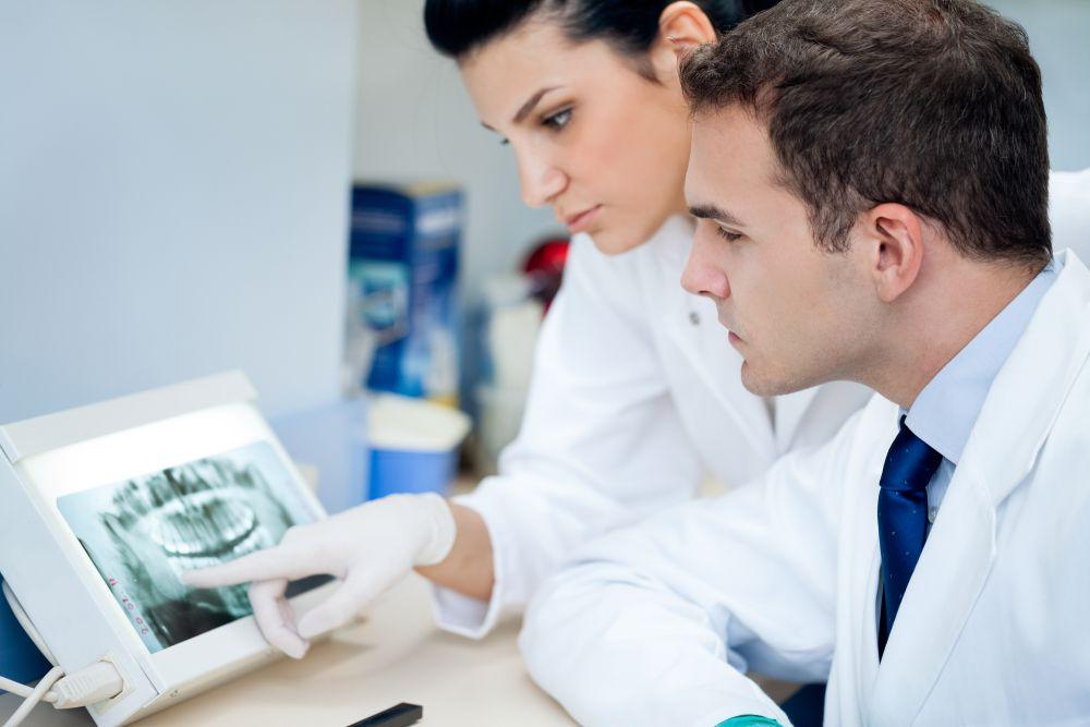 especializações em odontologia que estão em alta no mercado